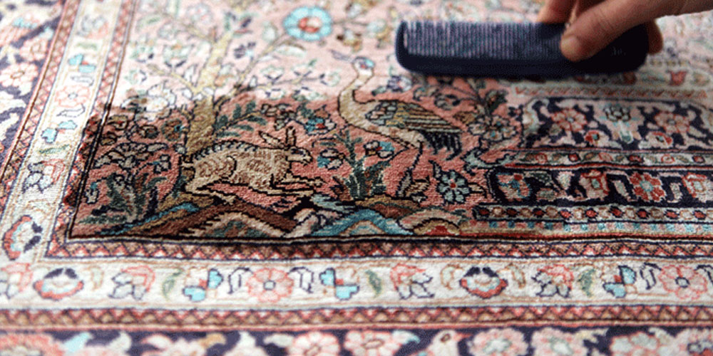 Cleaning silk carpets