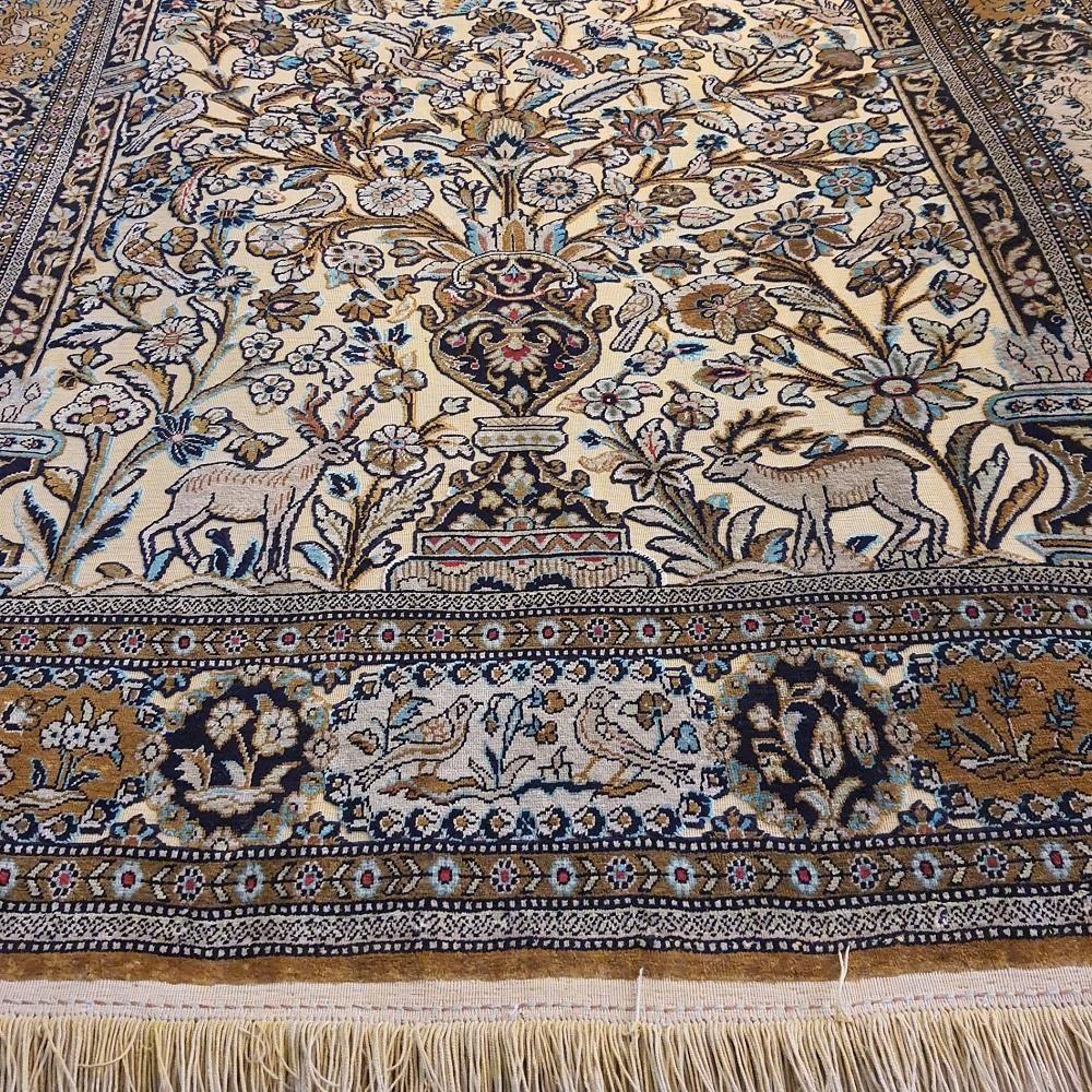 فرش دستباف گل ابریشم - قالیشویی نوین