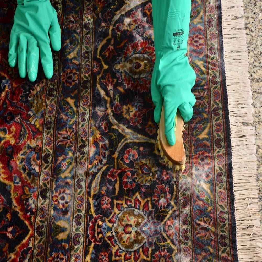 براق کردن فرش در قالیشویی - قالیشویی نوین